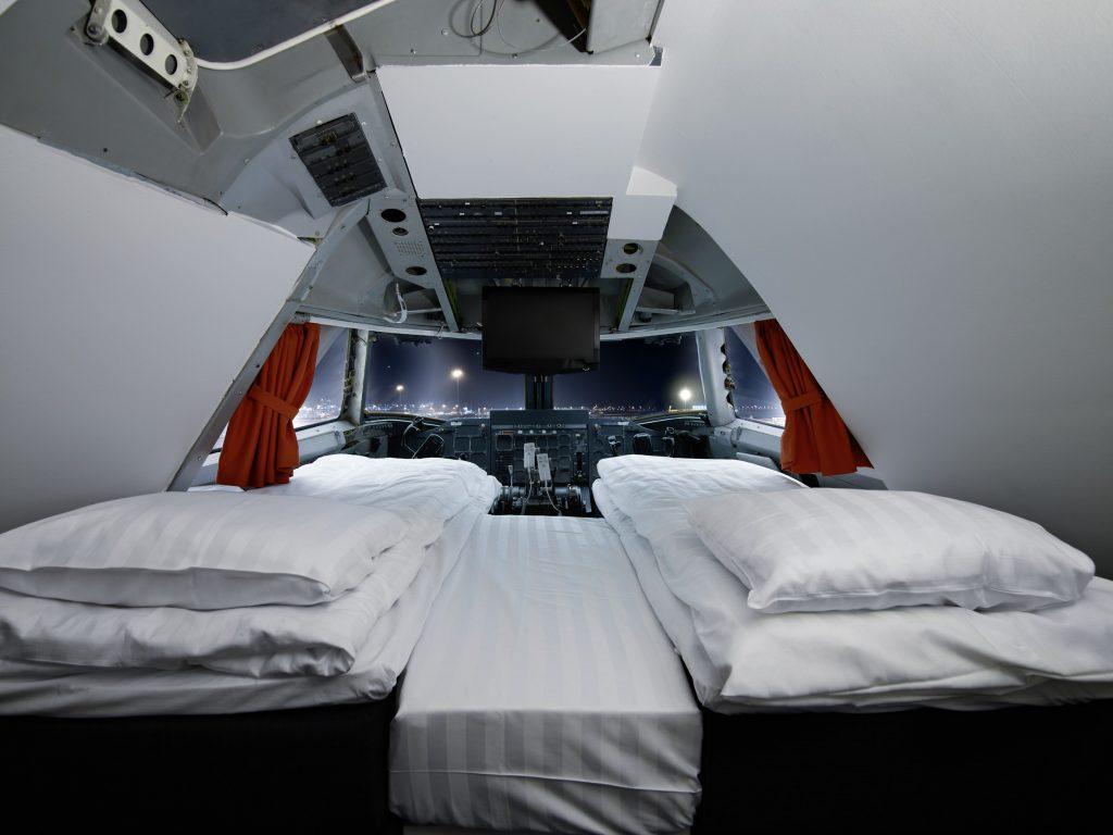Sleep in the Pilot area of the Jumbo Stay Hotel