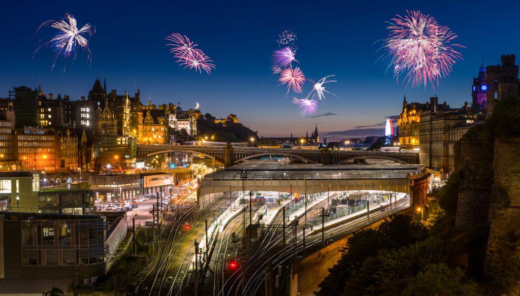 Fireworks over the historical town of Edinburgh the Scottish capital. Sylvester in Edinburgh