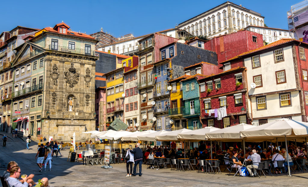 Historic Porto bars and restaurants in Ribeira neighborhood