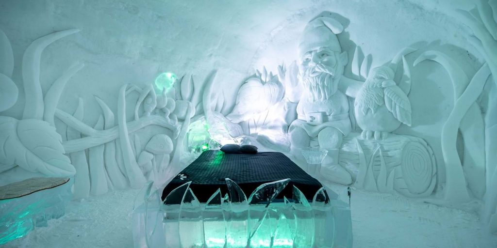 Themed room in Hôtel de Glace, Canada
