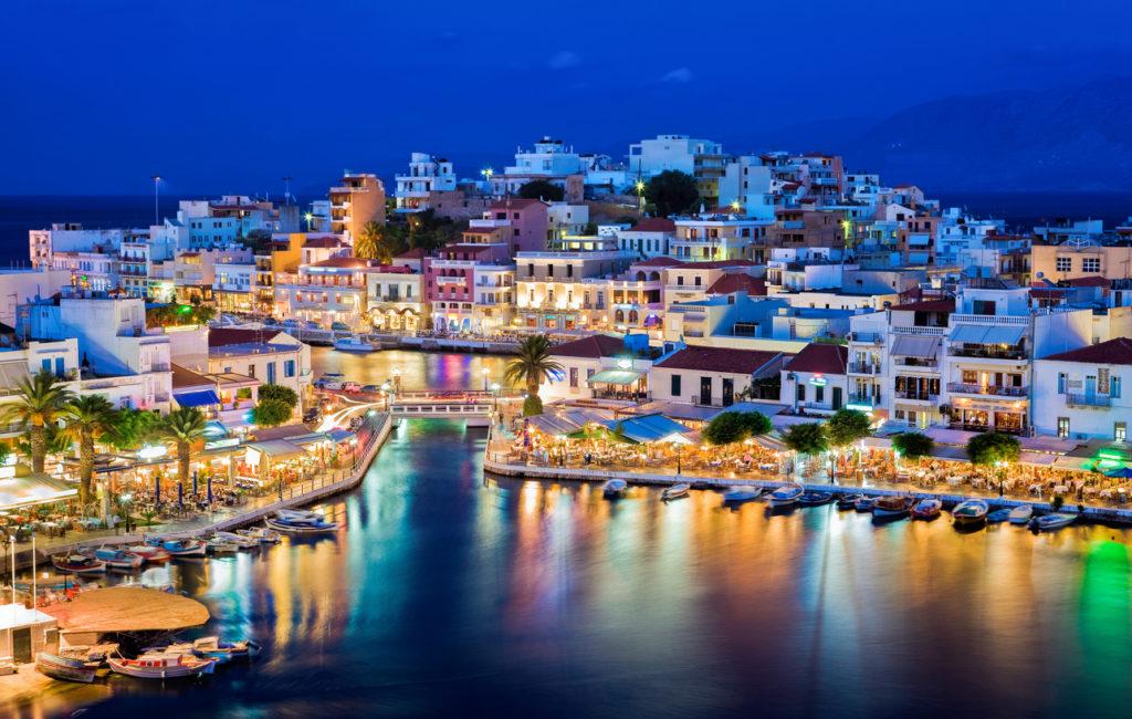 Agios Nikolaos at night